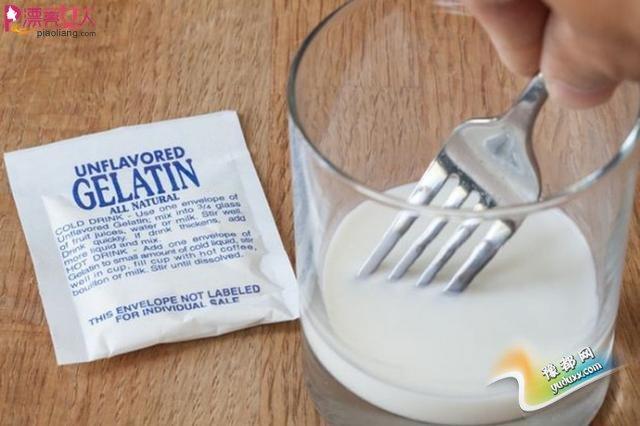 牛奶+鱼胶粉 一分钟自制天然去黑头贴