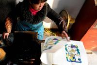 春节临近 朱仙镇木版年画艺人制作年画