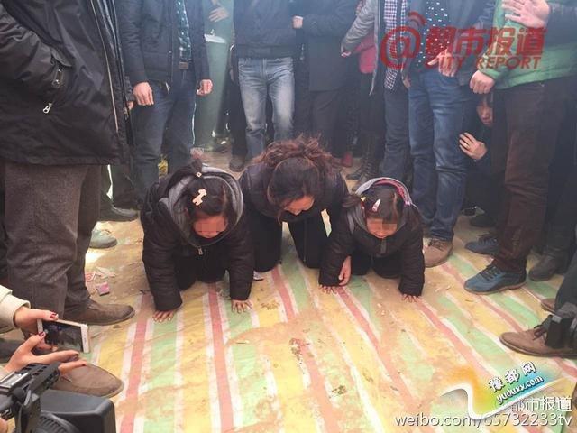 孟瑞鹏遗体告别仪式举行 被救儿童母亲灵前跪哭