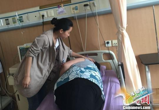 """山东32岁的盲人""""胖姑娘""""周某,1.6米的身高却有着270斤的体重 盛捷 摄"""