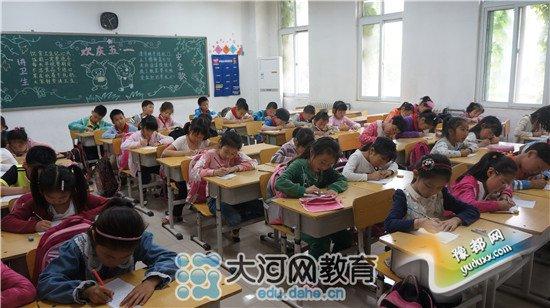 郑州大学实验小学 举行低年级看图写话比赛