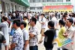 郑州公办初中报名启动 家长因缺证件问题不断