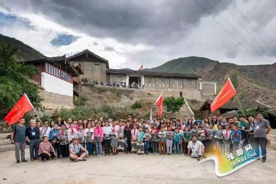 云南有哪些贫困山区_百家网络媒体记者为云南贫困山区小学献爱心
