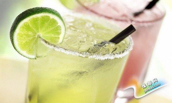 研究:日饮含糖饮料超一罐将增加罹患肝病风险