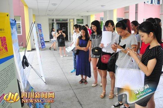外语导游紧缺 40多家旅行社组团进校招聘