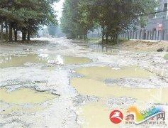 市区解放大道西段道路损坏严重盼修整