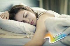 健康睡姿排行榜 错误姿势让你惹上病痛