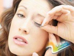 警惕:假睫毛可能损害视力