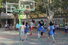 二七区幸福路小学女子篮球邀请赛激战正酣