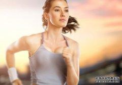 从走路姿势速度看寿命长短 8种步态隐藏健康隐患