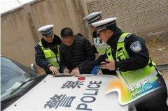 酒司机疯狂逃逸轧伤交警 涉危险驾驶被拘