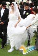 结婚穿平底球鞋 你敢吗?