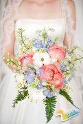 夏日婚礼上的捧花元素 百花丛中有点蓝