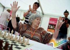 匈牙利老太创世界纪录 半世纪下棋1.36万局