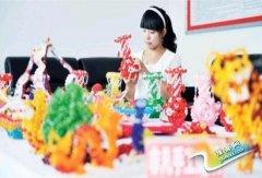 山西沁县:手工串珠成就大学生村官创业梦