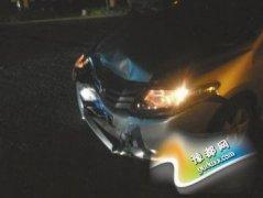 深夜回家汽车被撞飞 教授狂追5公里逼停肇事车