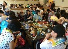 中国小游学生暑期蜂拥赴美?花钱不手软乐坏商家