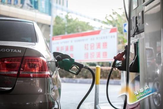 国内油价四连跌 多地93号汽油将回5元时代