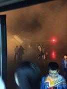 昆明航空客机在丽江机场冒烟