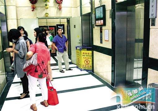发生意外后出事电梯停止运行。 新快报记者 毕志毅/摄