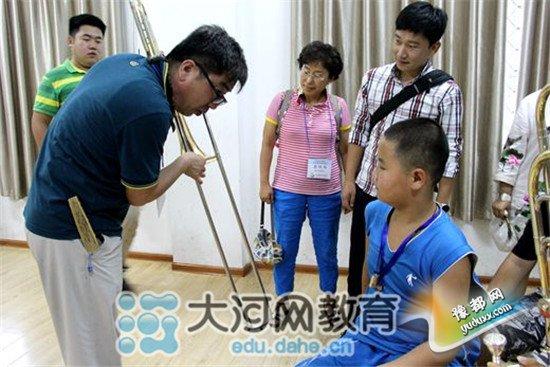 韩国教育同行访问二七区幸福路小学