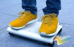"""日本发明世界首辆""""口袋汽车"""" 无需停车位"""