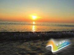 畅游魅力大马 纯净的海滩一望见底