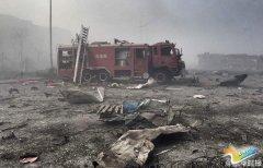 直击天津爆炸现场:消防车被炸毁