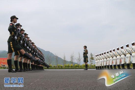 参加中国人民抗日战争暨世界反法西斯战争胜利70周年阅兵的部分官兵,正在北京南口阅兵训练基地进行最后紧张的冲刺训练。新华社记者 邢广利摄