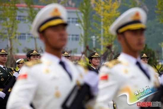 2015年8月14日,北京某阅兵训练基地,正在为抗战胜利70周年阅兵式训练的三军仪仗队官兵。中国网记者 吴闻达 摄