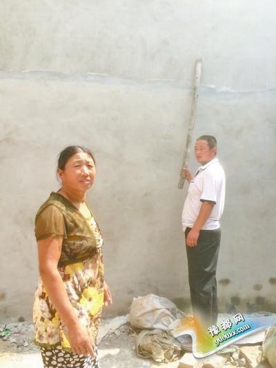 170斤壮汉3米高脚手架栽下 50岁女子伸手接被砸伤
