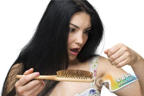 """脱发为何更易""""赖上""""女性"""