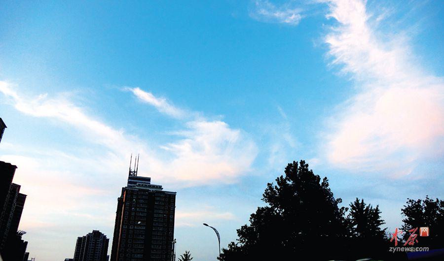 紫荆山路上空的晚霞