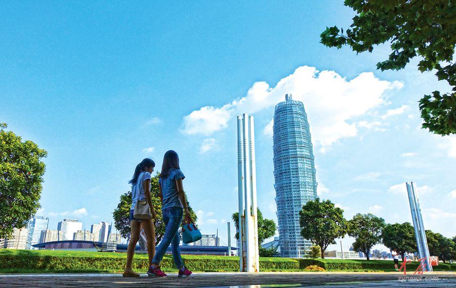 蓝天下的郑东新区