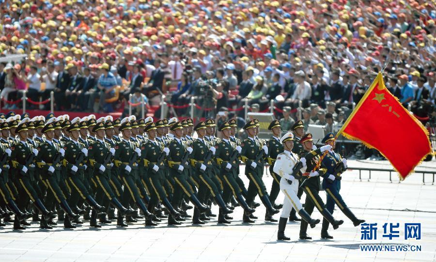 9月3日,中国人民抗日战争暨世界反法西斯战争胜利70周年纪念大会在北京隆重举行。这是三军仪仗队方队通过天安门广场。新华社记者 王定昶摄