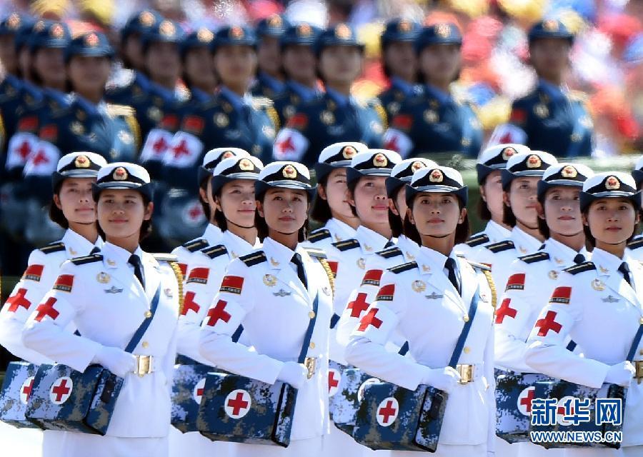 9月3日,中国人民抗日战争暨世界反法西斯战争胜利70周年纪念大会在北京隆重举行。这是白求恩医疗方队通过天安门广场。新华社记者王定昶摄