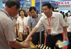 县长张怀德等县领导参观平舆农产品贸易区