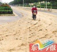郑州枫香里街名字听着美 走近一看全是泥