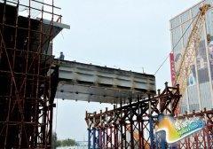 农业路高架跨花园路首联钢箱梁吊装完成 长170米