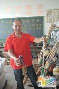 农村体育老师做8900多件教具 无精力申专利(图)