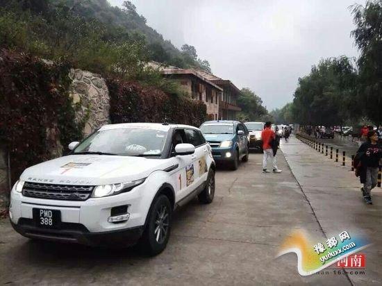 太行大峡谷的马来西亚车队 靠左走?靠右走?