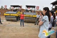 卧龙区公路局组织机关全体人员到卧龙综保区道路工程施工现场参观学习