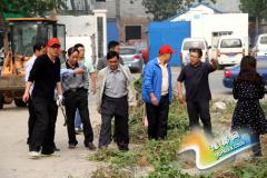 """湖滨区法院组织干警志愿者参加洁城行动迎""""双节"""""""