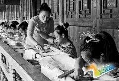返乡创业农民工:带领留守妇女刺苗绣
