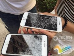 """大学老师怒摔3台iPhone 课堂玩手机已成""""国际难题"""""""