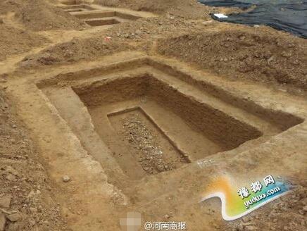 郑州一小学工地现多朝代古墓群 白骨堆一米多高
