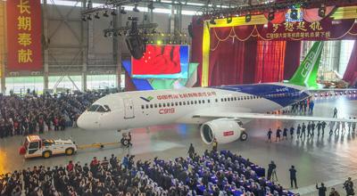 国产大型客机C919首架机在上海总装下线