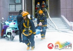 消防演练进社区