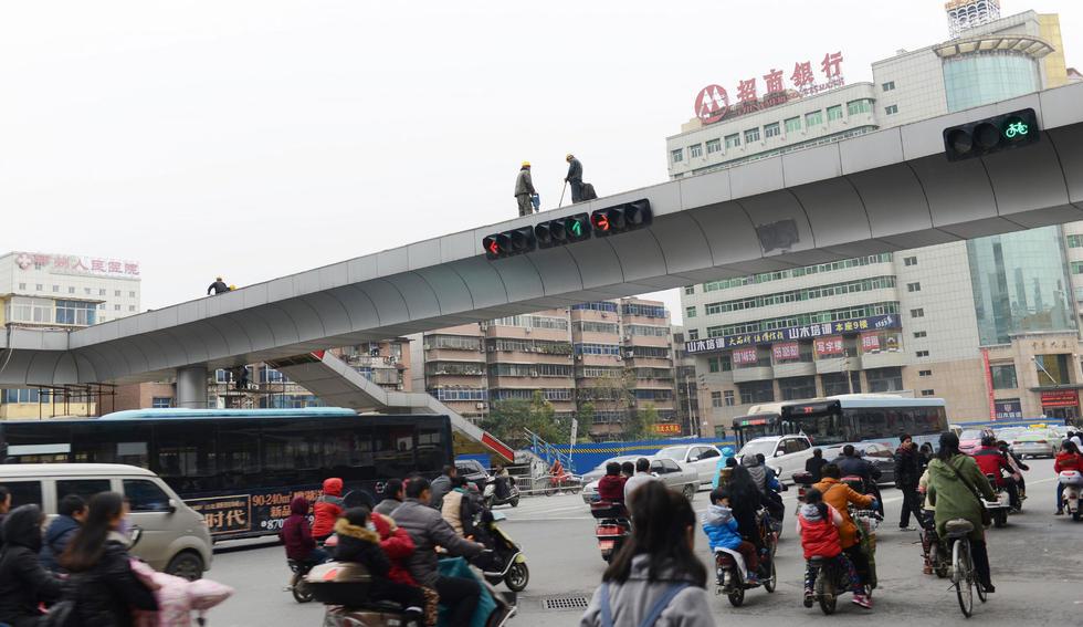 """市民呼吁城市建设要具有前瞻性,要按照理性、科学的方式进行城市规划,减少随意性、盲目性,防止""""短命建筑""""出现。"""