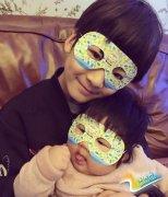 天天也成了妹控!8岁生日和妹妹戴面具合影